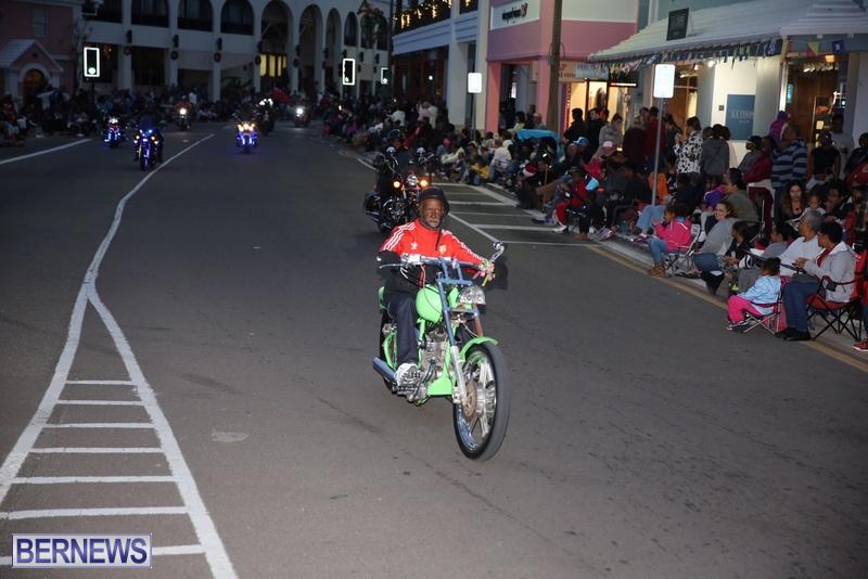25-2016-Bermuda-Marketplace-Santa-Claus-Parade-29