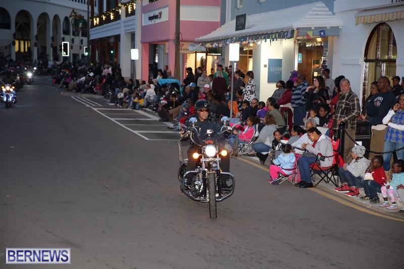 26-2016-Bermuda-Marketplace-Santa-Claus-Parade-30
