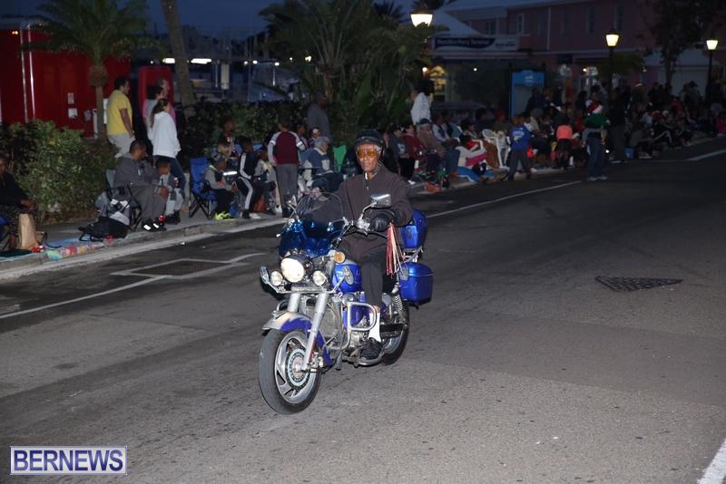 27-2016-Bermuda-Marketplace-Santa-Claus-Parade-31
