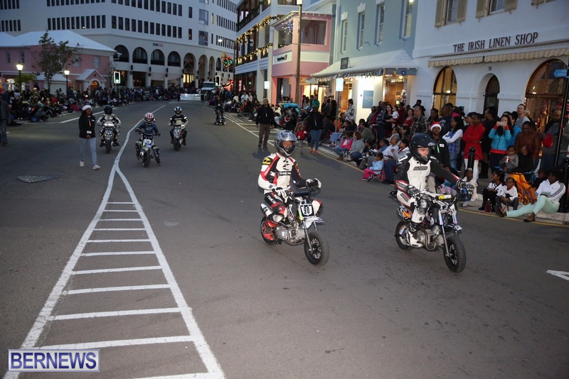 30-2016-Bermuda-Marketplace-Santa-Claus-Parade-34