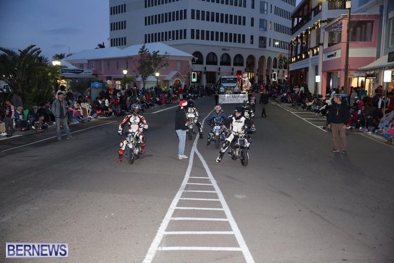 31-2016-Bermuda-Marketplace-Santa-Claus-Parade-35