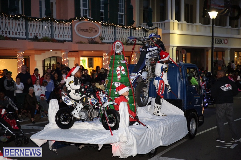 33-2016-Bermuda-Marketplace-Santa-Claus-Parade-37