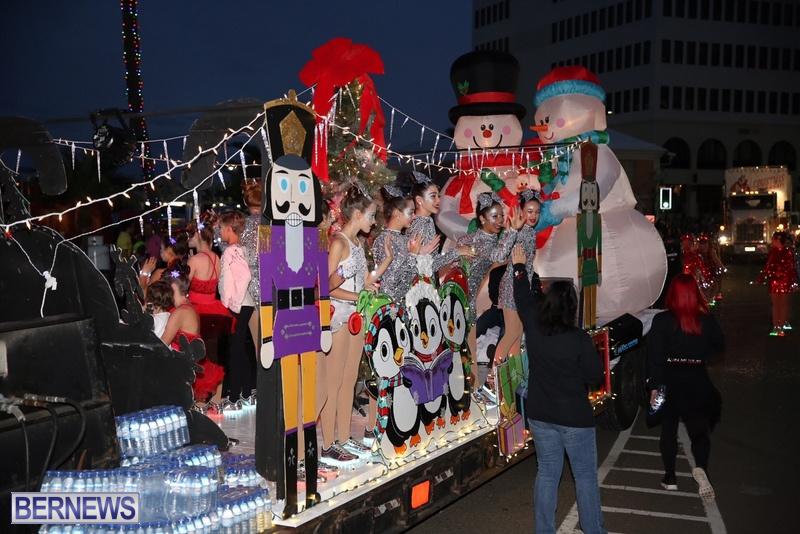 34-2016-Bermuda-Marketplace-Santa-Claus-Parade-38
