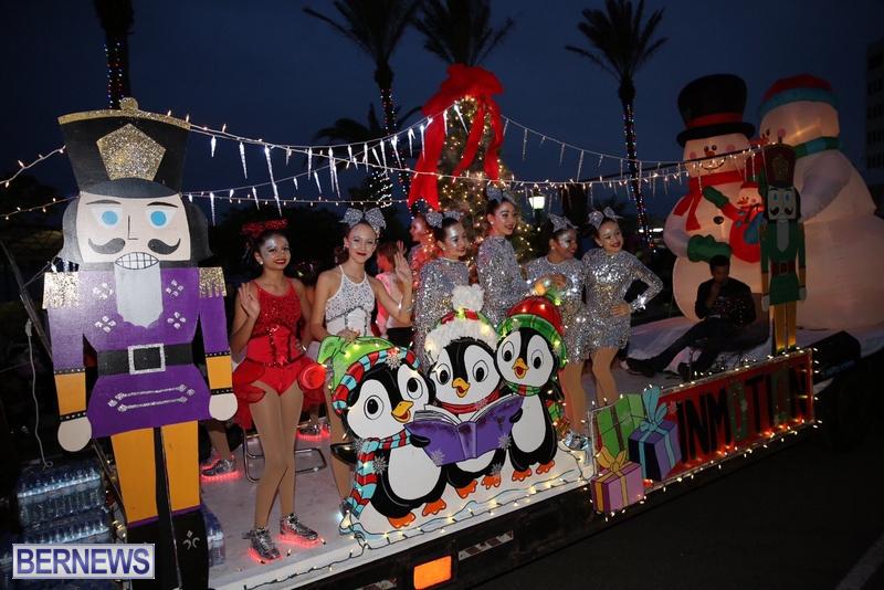 36-2016-Bermuda-Marketplace-Santa-Claus-Parade-39