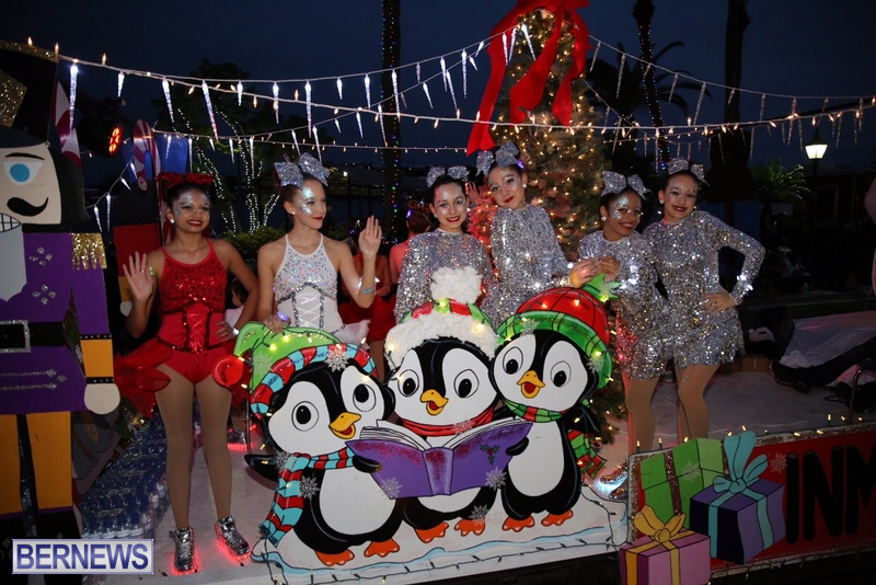 37-2016-Bermuda-Marketplace-Santa-Claus-Parade-41