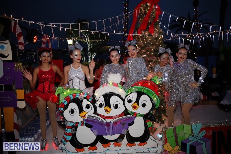 38-2016-Bermuda-Marketplace-Santa-Claus-Parade-42