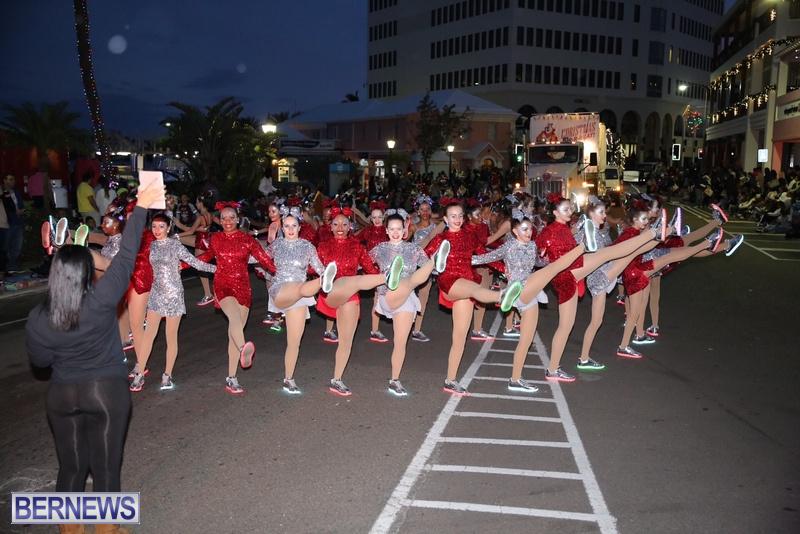 40-2016-Bermuda-Marketplace-Santa-Claus-Parade-45