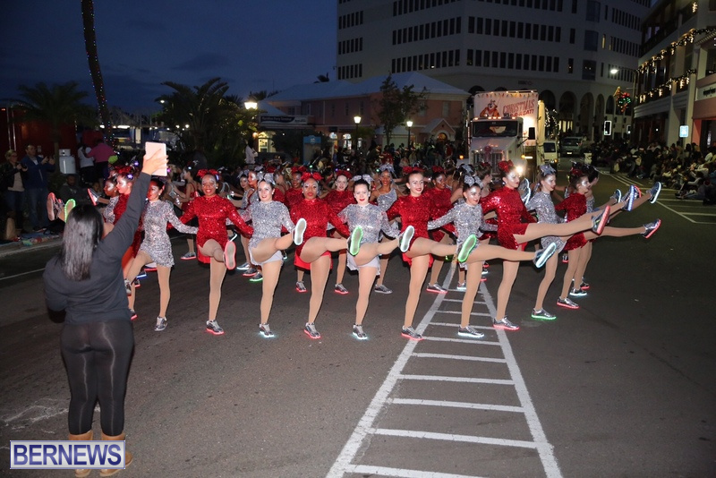 44-2016-Bermuda-Marketplace-Santa-Claus-Parade-48