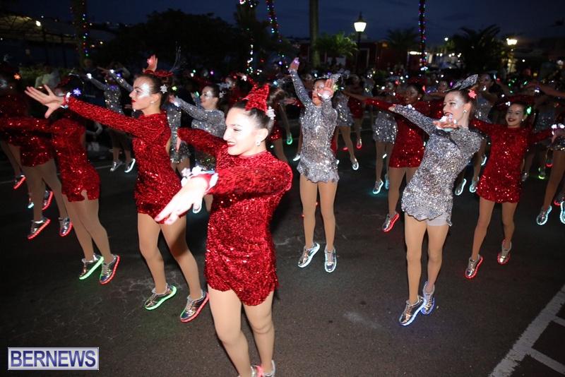 45-2016-Bermuda-Marketplace-Santa-Claus-Parade-49