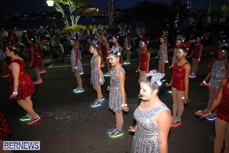 48-2016-Bermuda-Marketplace-Santa-Claus-Parade-52