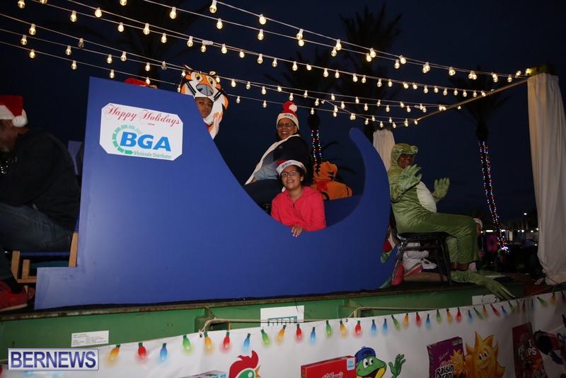 50-2016-Bermuda-Marketplace-Santa-Claus-Parade-54