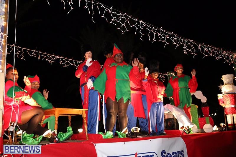71-2016-Bermuda-Marketplace-Santa-Claus-Parade-75
