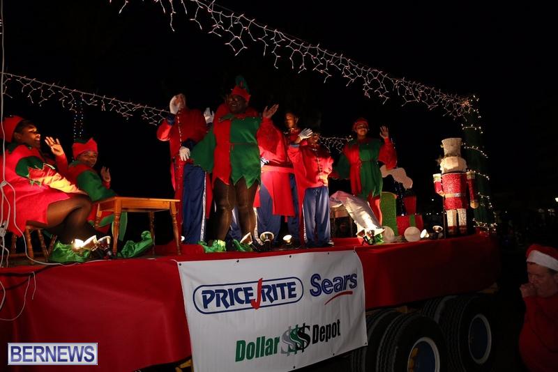 72-2016-Bermuda-Marketplace-Santa-Claus-Parade-76