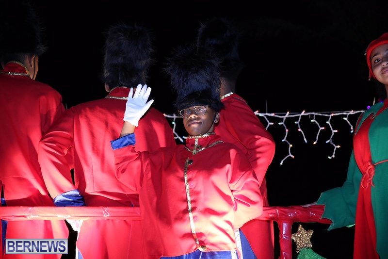 74-2016-Bermuda-Marketplace-Santa-Claus-Parade-78