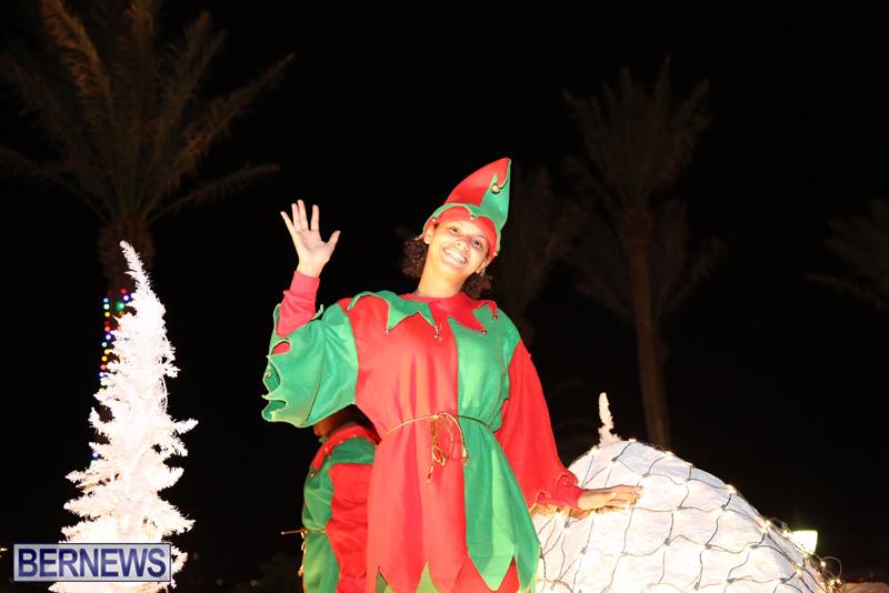 86-2016-Bermuda-Marketplace-Santa-Claus-Parade-3