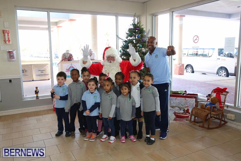 Santa arrives in Bermuda November 25 2016 (10)