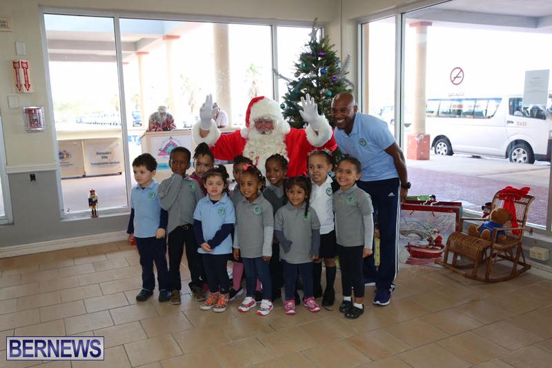 Santa arrives in Bermuda November 25 2016 (11)