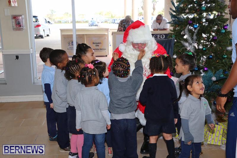 Santa arrives in Bermuda November 25 2016 (13)