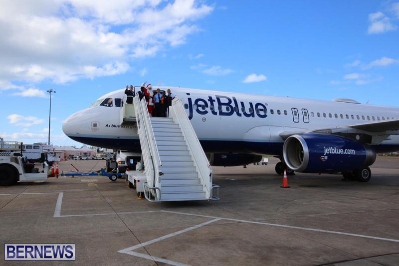Santa arrives in Bermuda November 25 2016 (4)