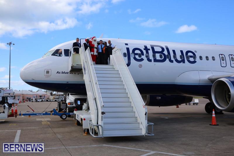 Santa arrives in Bermuda November 25 2016 (5)