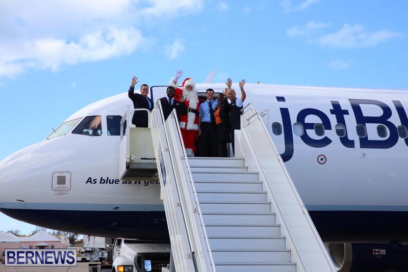 Santa arrives in Bermuda November 25 2016 (7)