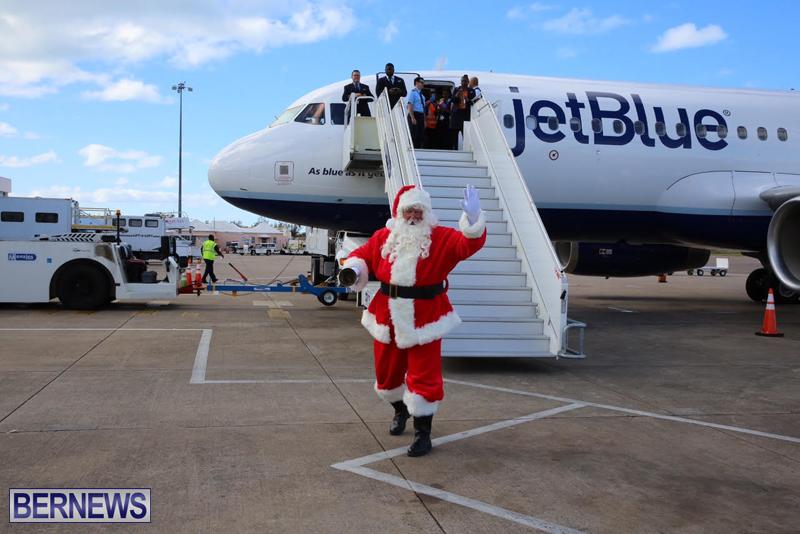 Santa arrives in Bermuda November 25 2016 (8)