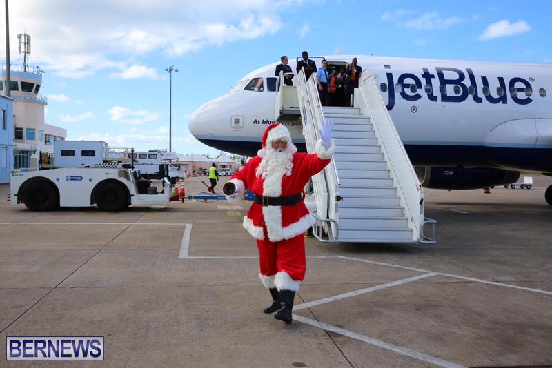Santa arrives in Bermuda November 25 2016 (9)