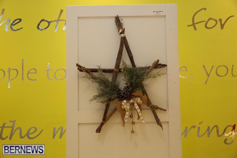 Bermuda-Christmas-wreaths-in-mall-2016-10