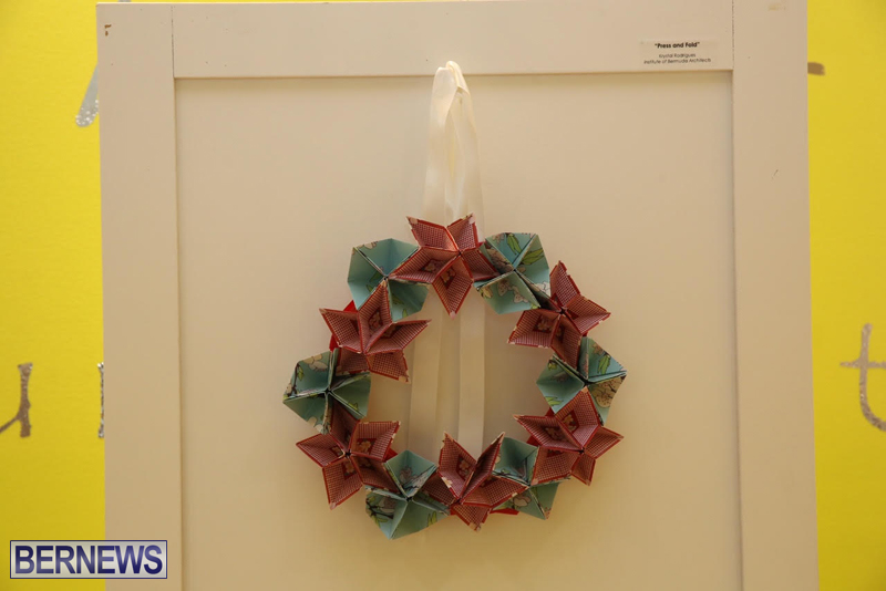 Bermuda-Christmas-wreaths-in-mall-2016-11