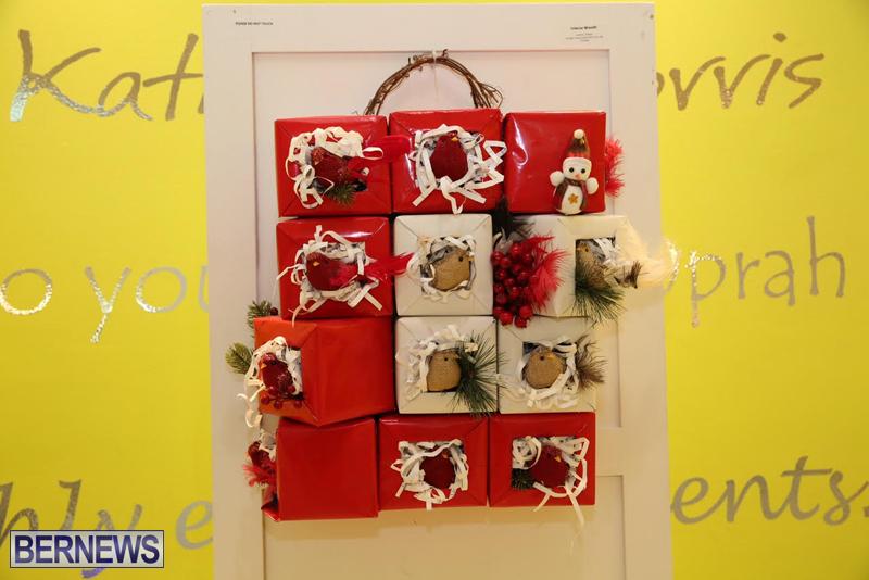 Bermuda-Christmas-wreaths-in-mall-2016-15