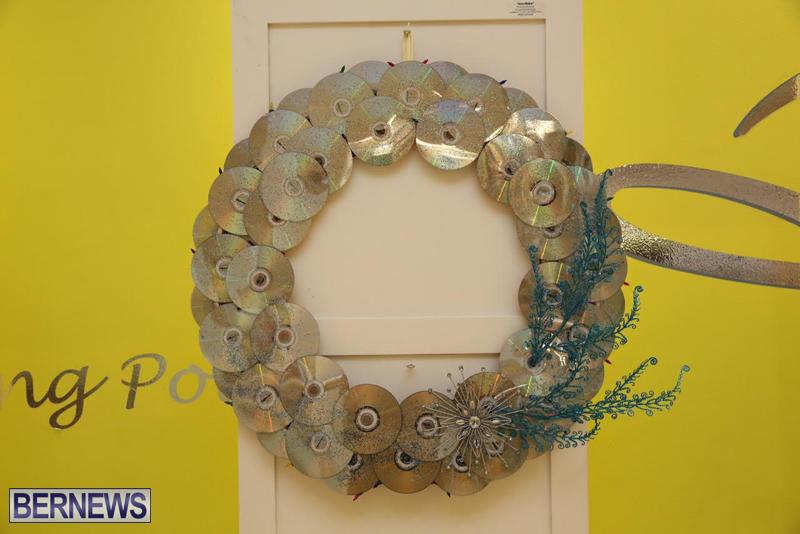 Bermuda-Christmas-wreaths-in-mall-2016-19