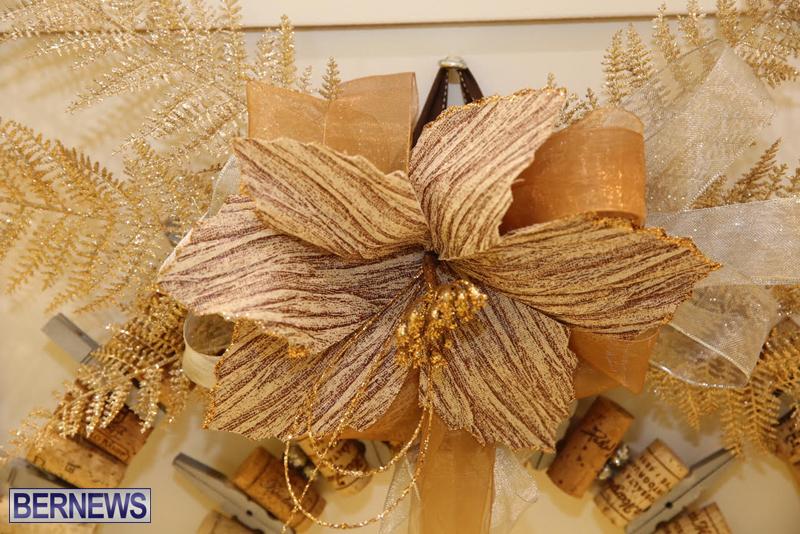 Bermuda-Christmas-wreaths-in-mall-2016-28