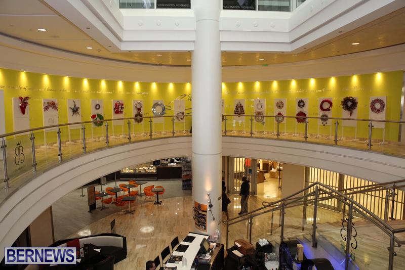 Bermuda-Christmas-wreaths-in-mall-2016-3