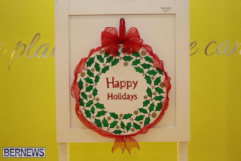 Bermuda-Christmas-wreaths-in-mall-2016-32