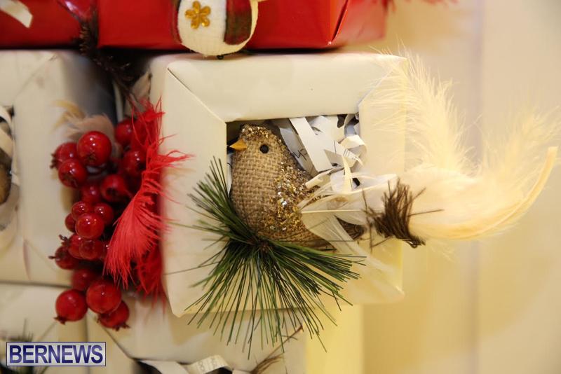 Bermuda-Christmas-wreaths-in-mall-2016-47