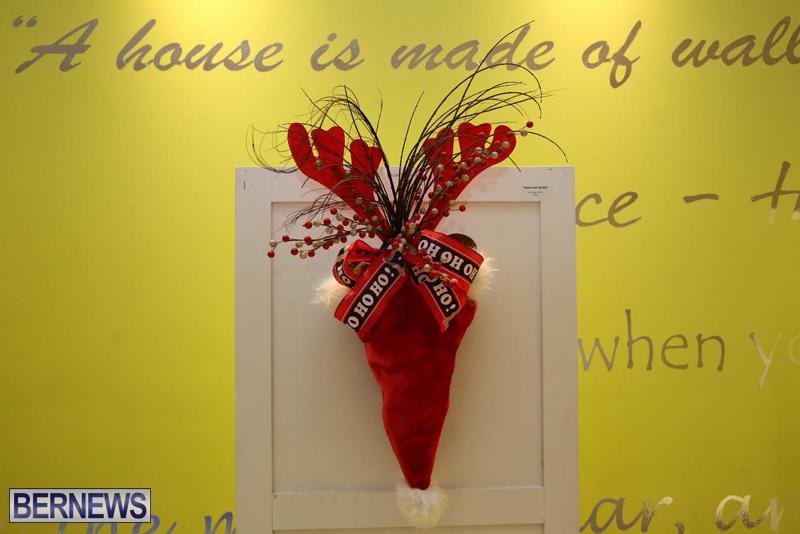 Bermuda-Christmas-wreaths-in-mall-2016-5