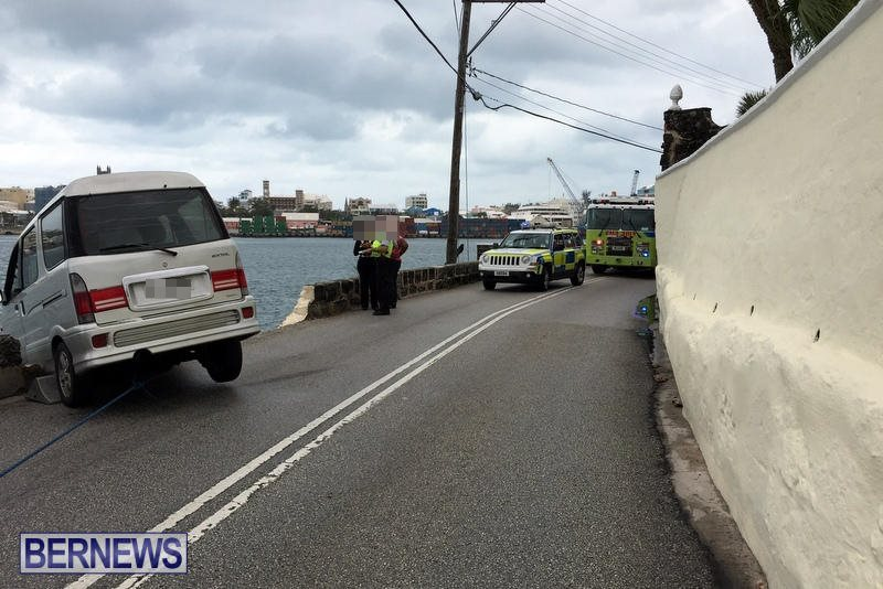 Car Collision With Wall Harbour Road Bermuda, December 9 2016 (5b)