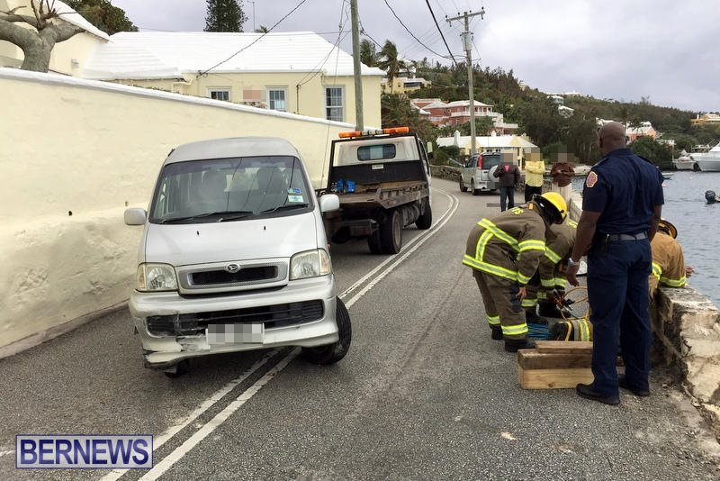Car Collision With Wall Harbour Road Bermuda, December 9 2016 (7b)