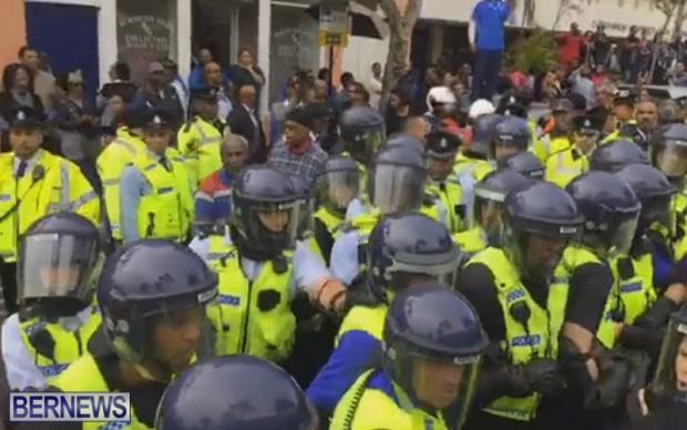 riot police at protest dec 2 2016 (14)