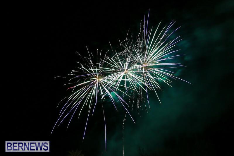 New-Years-Eve-Fireworks-Bermuda-December-31-2016-14