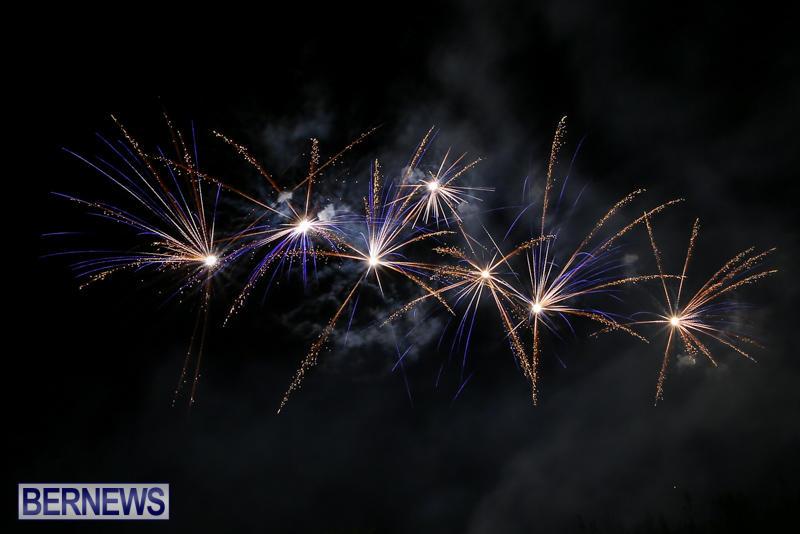 New-Years-Eve-Fireworks-Bermuda-December-31-2016-27