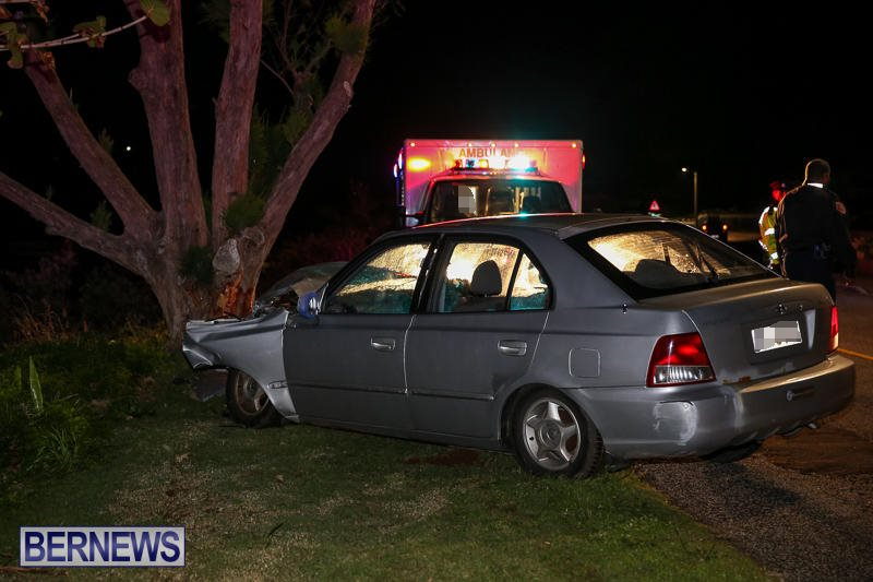 Car Tree Collision Bermuda, February 18 2017-1