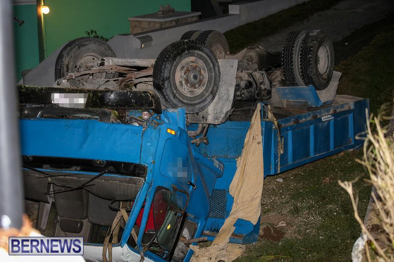 Overturned Truck Southampton Bermuda, March 29 2017-1