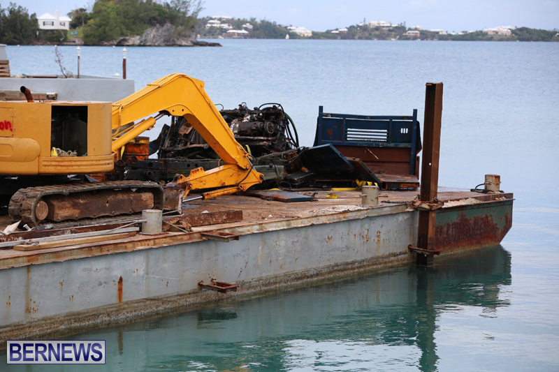 truck on barge Bermuda March 27 2017 (10)