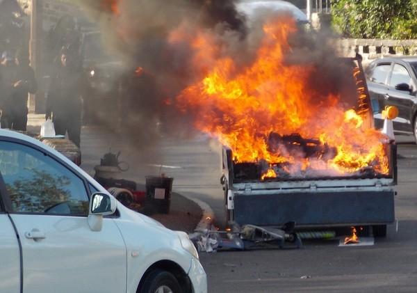 1-truck fire-crow lane bermuda april 15 2017 (1)