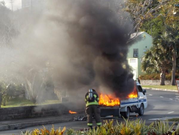 1-truck fire-crow lane bermuda april 15 2017 (6)