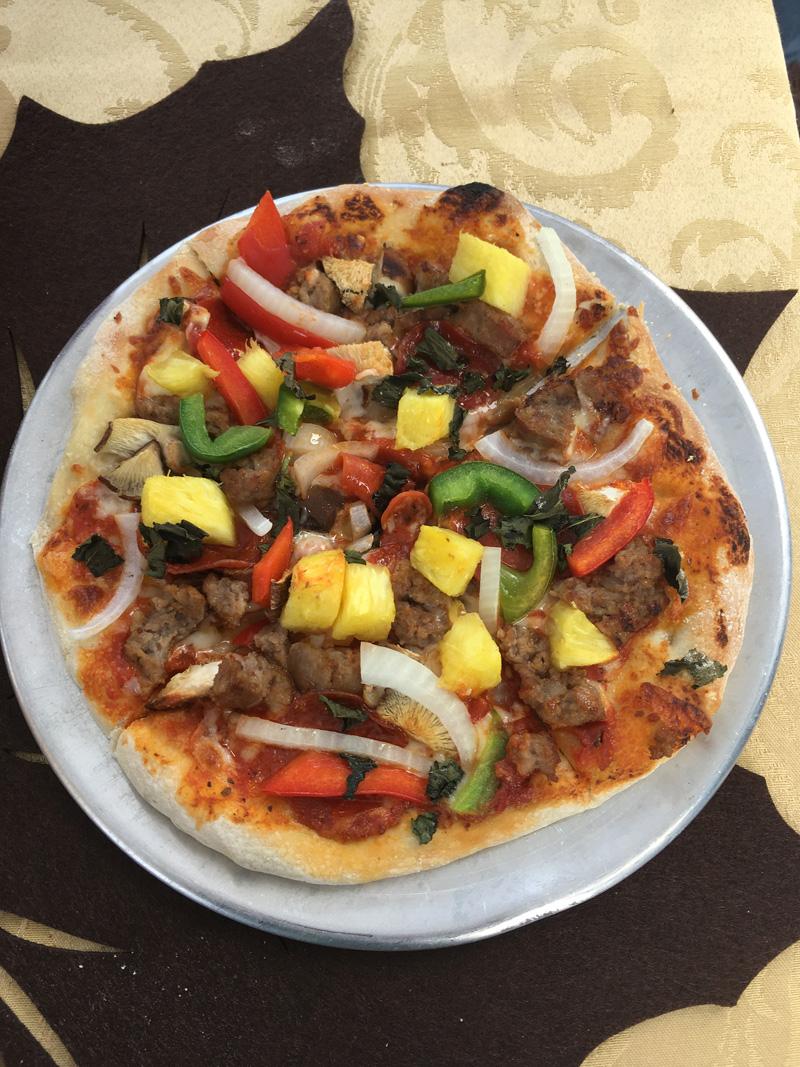 J&B's Wood Fired Pizza Bermuda April 24 2017 (2)