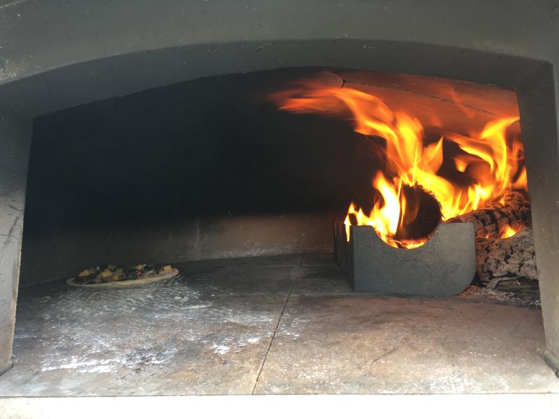 J&B's Wood Fired Pizza Bermuda April 24 2017 (3)