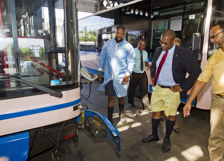 Minister Marine Ports HQ visit Bermuda Aug 2017 (2)