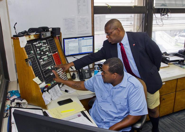 Minister Marine Ports HQ visit Bermuda Aug 2017 (4)